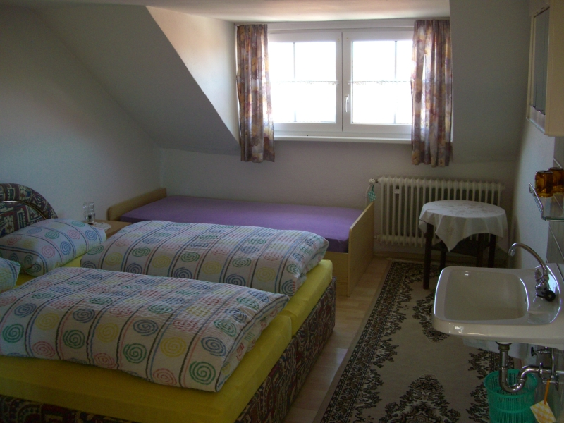 Doppelzimmer mit Kinderbett