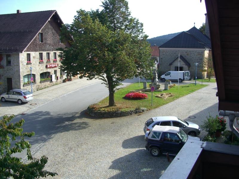 Aussicht von Balkon zur Kirche